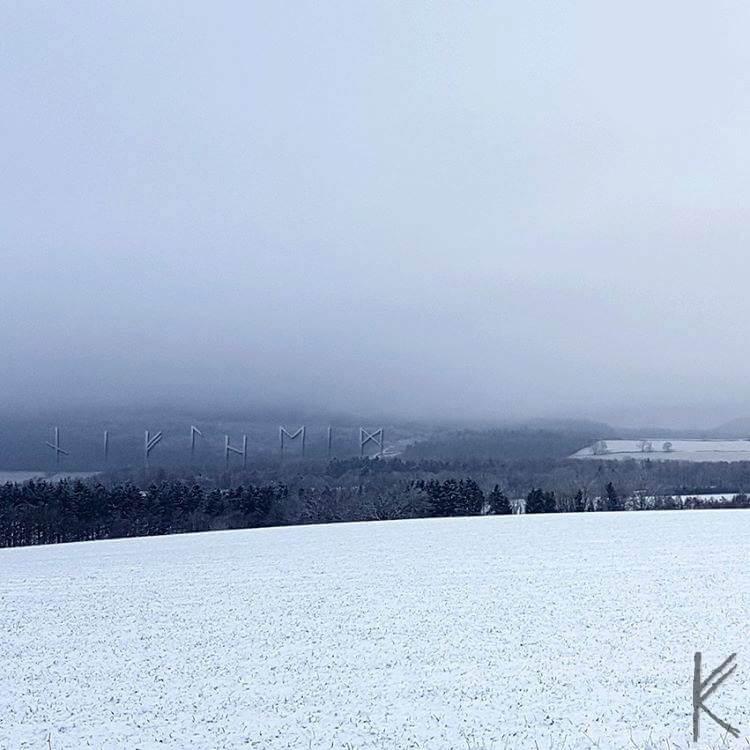 Niflheim Schneelandschaft mit Runen