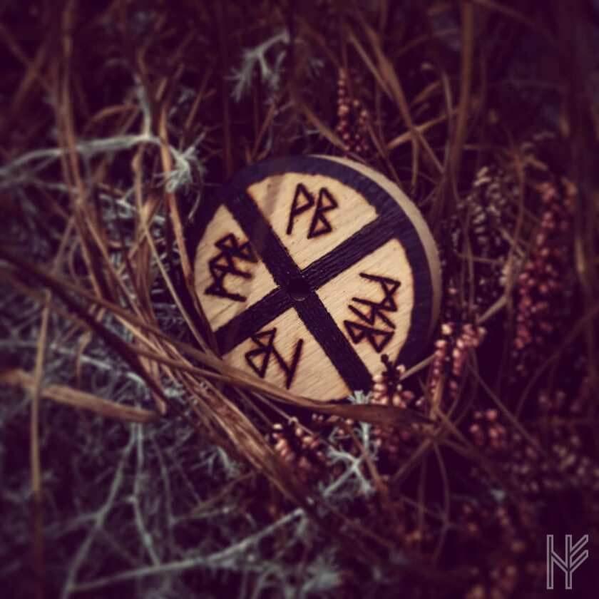 Sonnenrad mit Runen