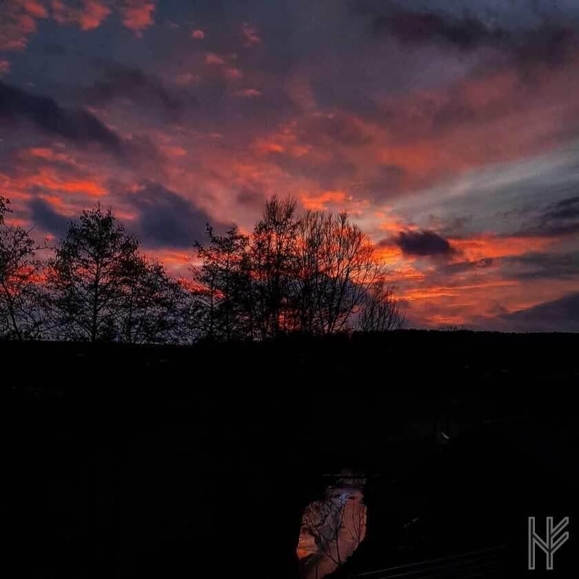 Sonnenuntergang mit Wolkenformationen