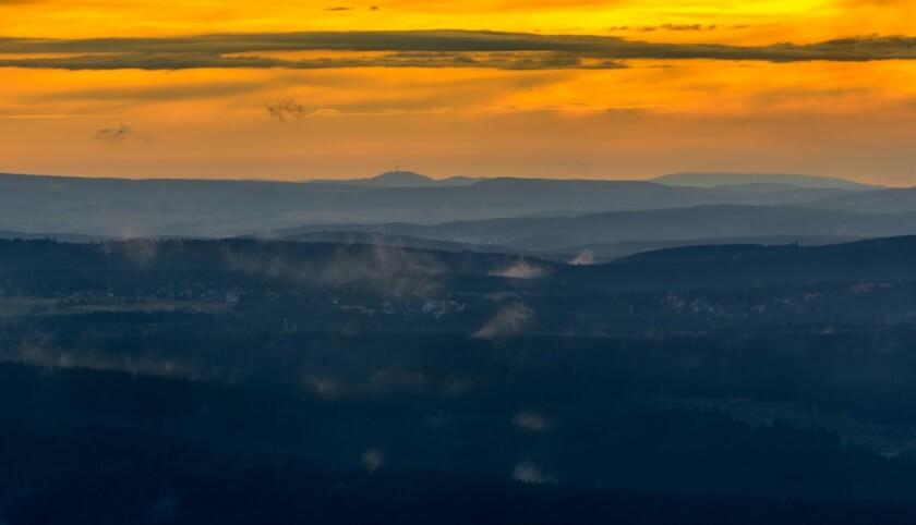 Blick von der Wolfswarte im Harz zum Köterberg