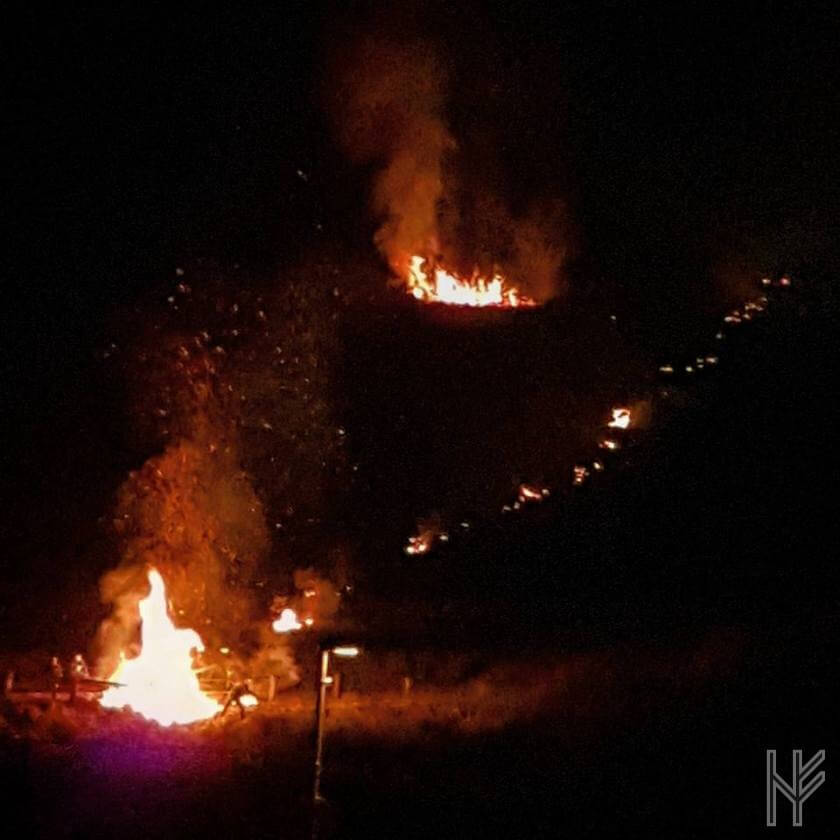 Osterfeuer und brennendes Rad