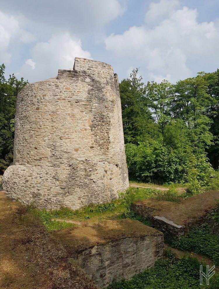 Bergfried der Iburg-Ruine