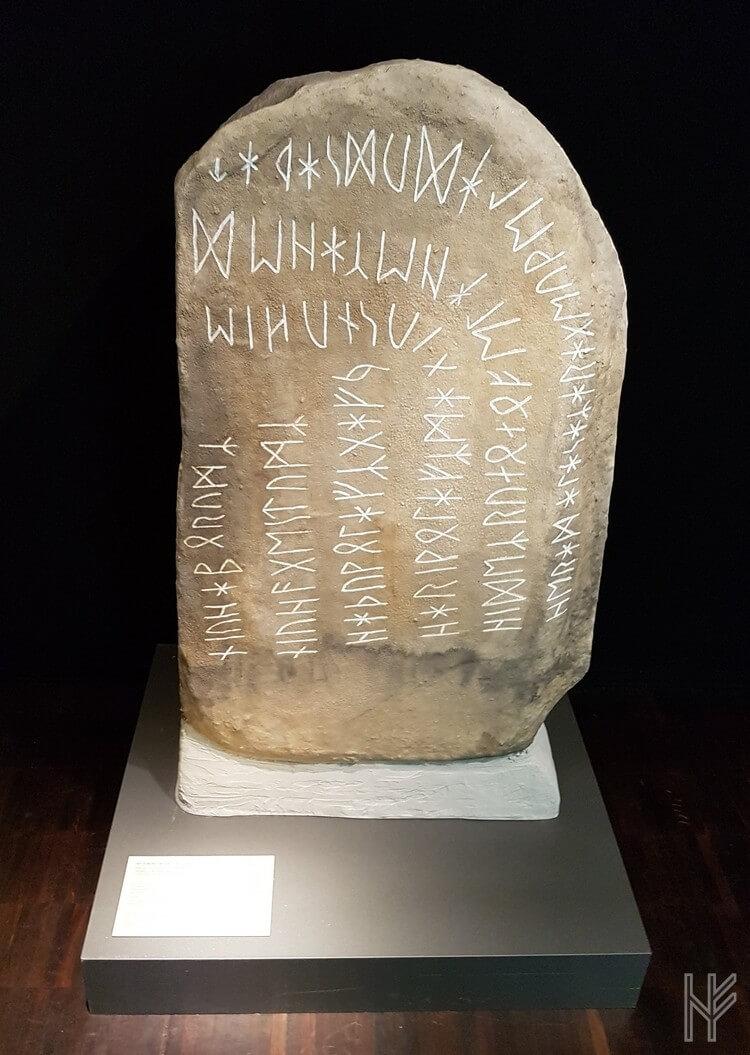 Replik des Runensteins von Stentoften