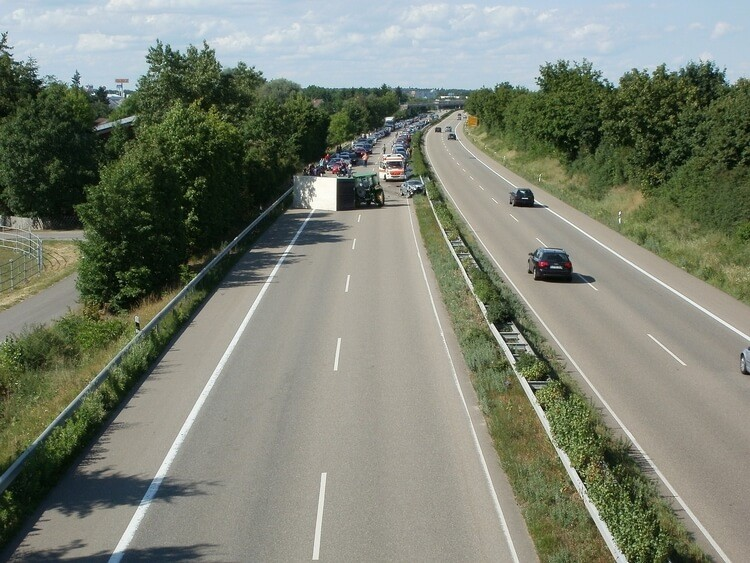 Symbolbild Unfall auf Autobahn