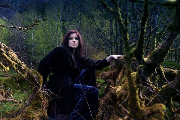 9 Fragen an: Lindy-Fay Hella